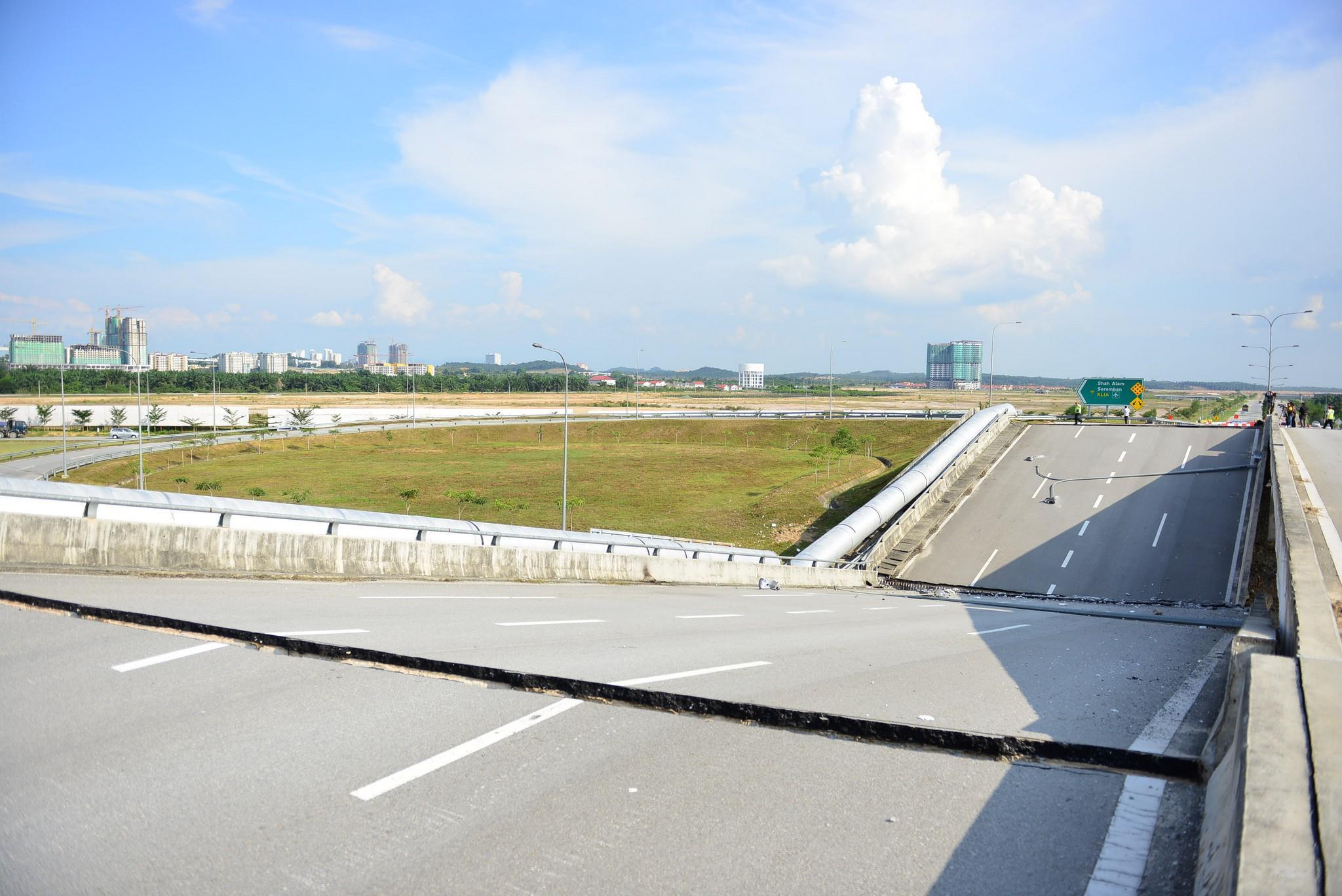 Cyberjaya Bridge Collapse (1)