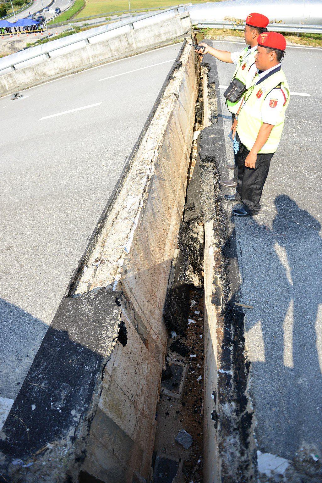Cyberjaya Bridge Collapse (4)