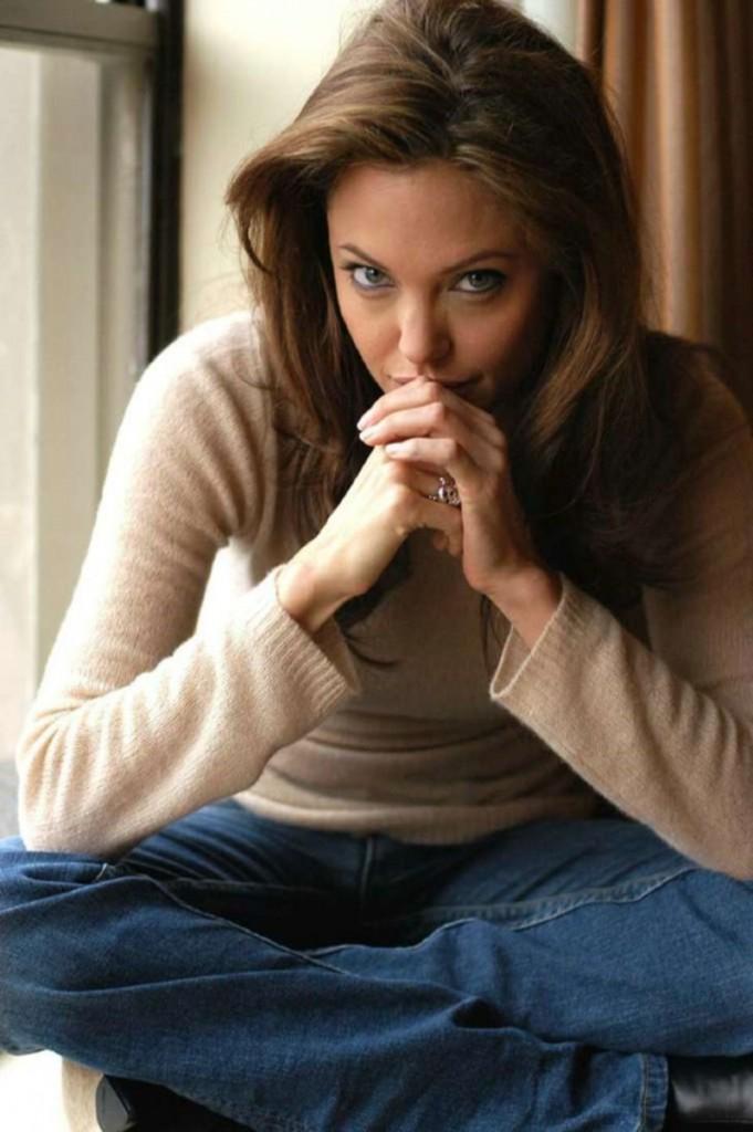 Angelina-Jolie-angelina-jolie-28590807-730-1097