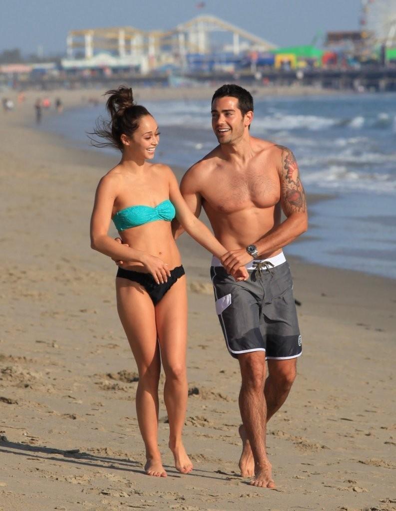 Jesse-Metcalfe-and-Cara-Santana-at-the-beach-in-Santa-Monica-April-2013-75