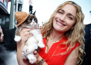 Grumpy Cat & owner Tabatha (Source: www.ibtimes.co.uk)