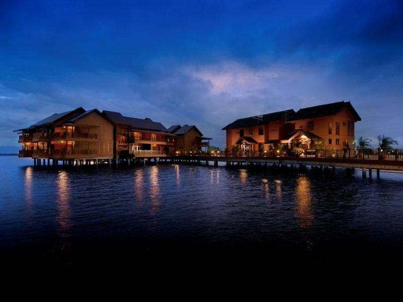 Hotel Water Chalets Kampung Air Bukit Merah