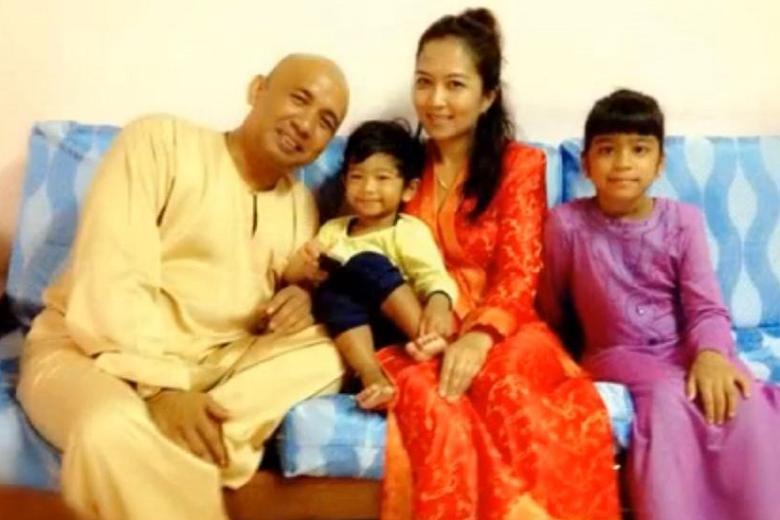 Captain Zaharie Shah & family (Source: www.thetimes.co.uk)