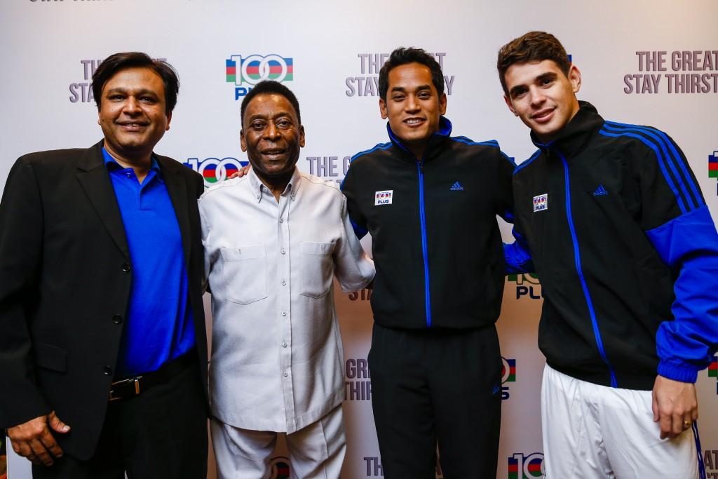 (L-R) Khalid Alvi, Managing Director of F&N Beverages Marketing; Pelé; YB Khairy Jamaluddin; Oscar