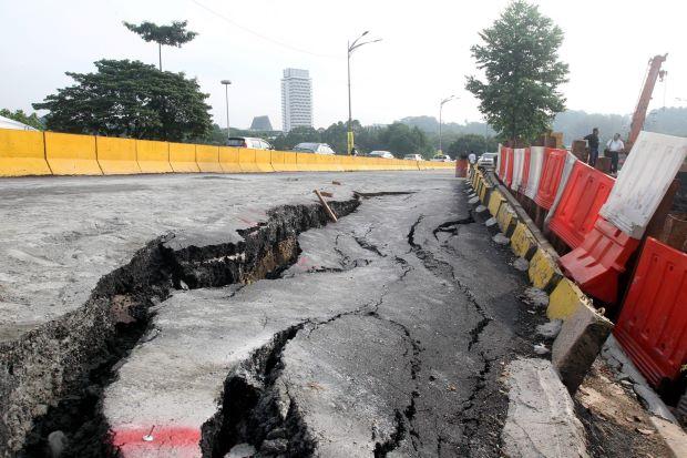 Sultan Iskandar Highway Sinks