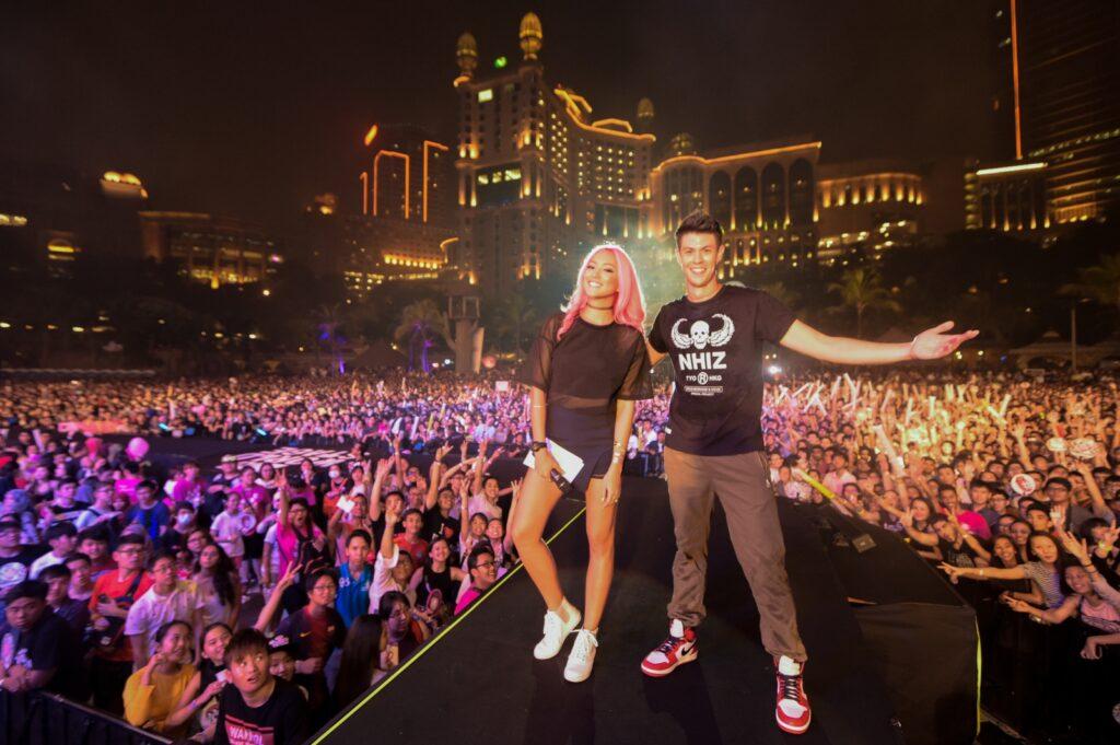 MTV VJs Hanli Hoefer and Alan Wong at MTV World Stage Malaysia 2015 on 12 Sep (Credit - MTV Asia & Kristian Dowling)