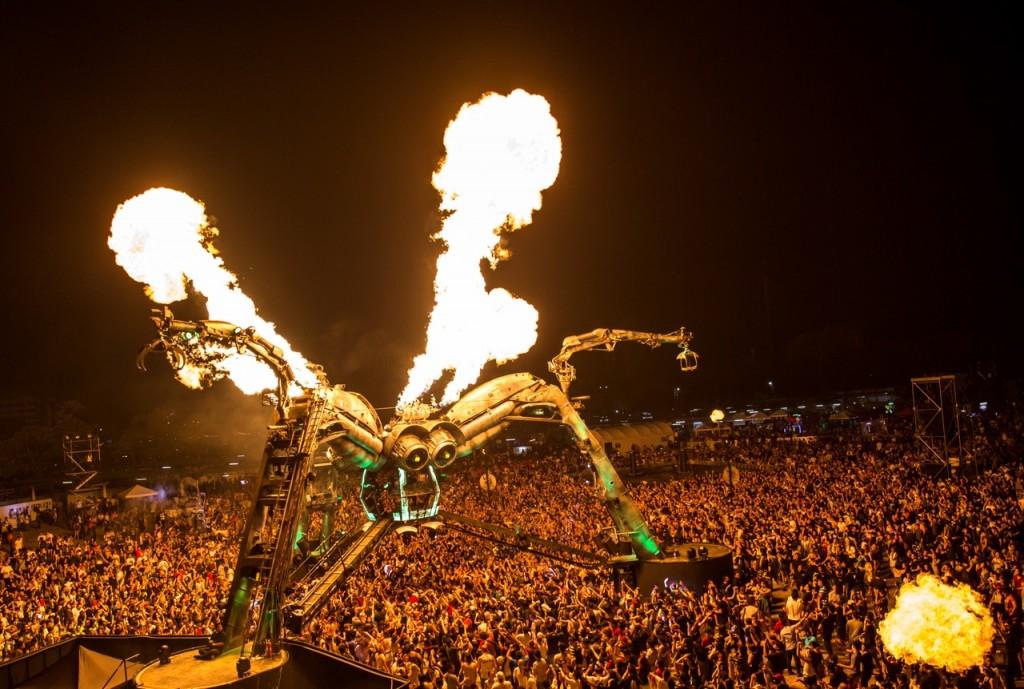 Spider - Big Crowd - Flames 2