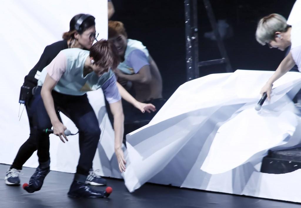 EXO Wardrobe Malfunction 6