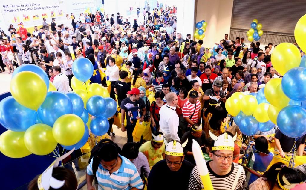 IKEA Cheras 04 - Crowd #2