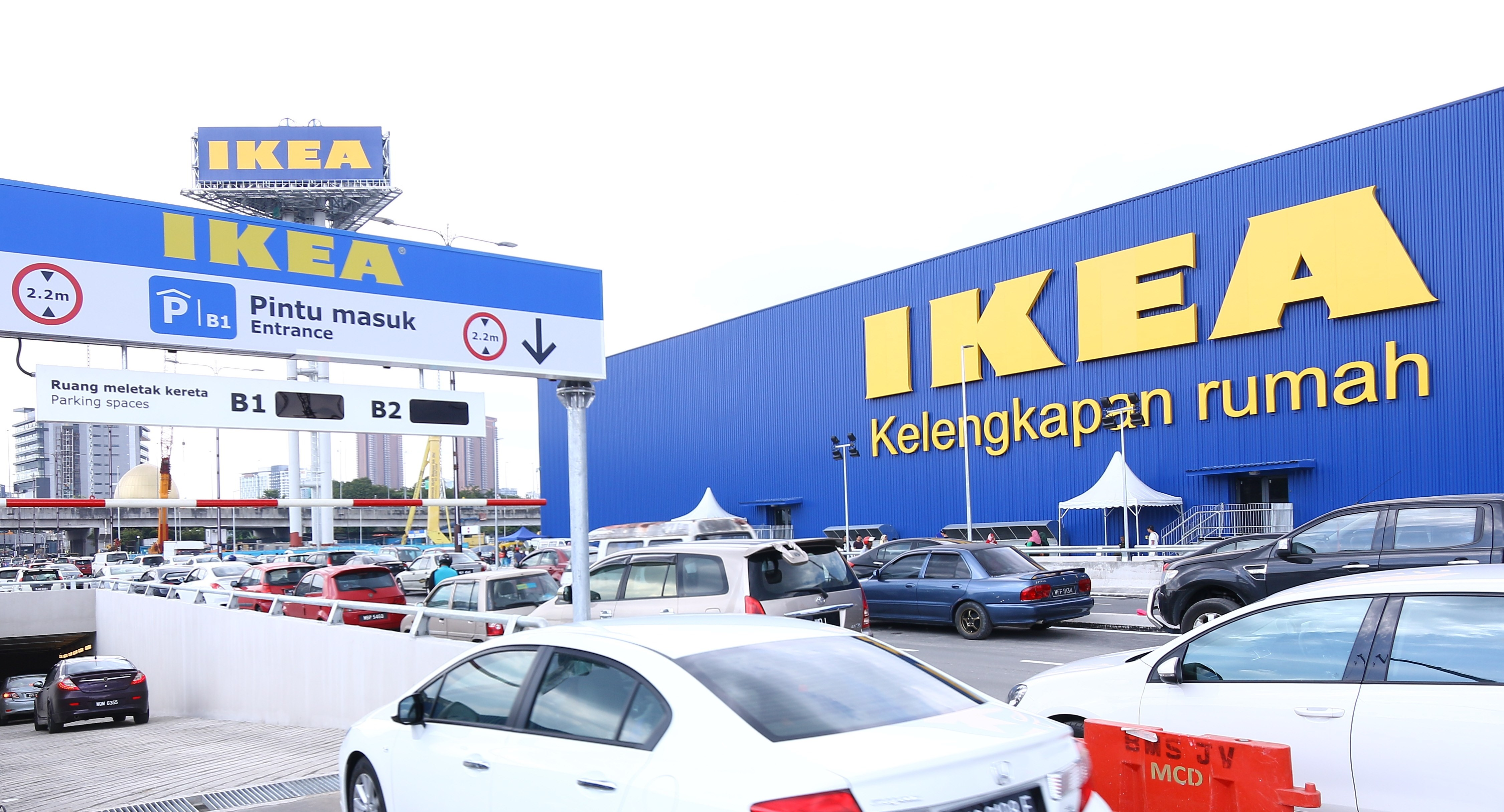 ikeacheras malaysia 39 s biggest ikea store now open hype malaysia. Black Bedroom Furniture Sets. Home Design Ideas