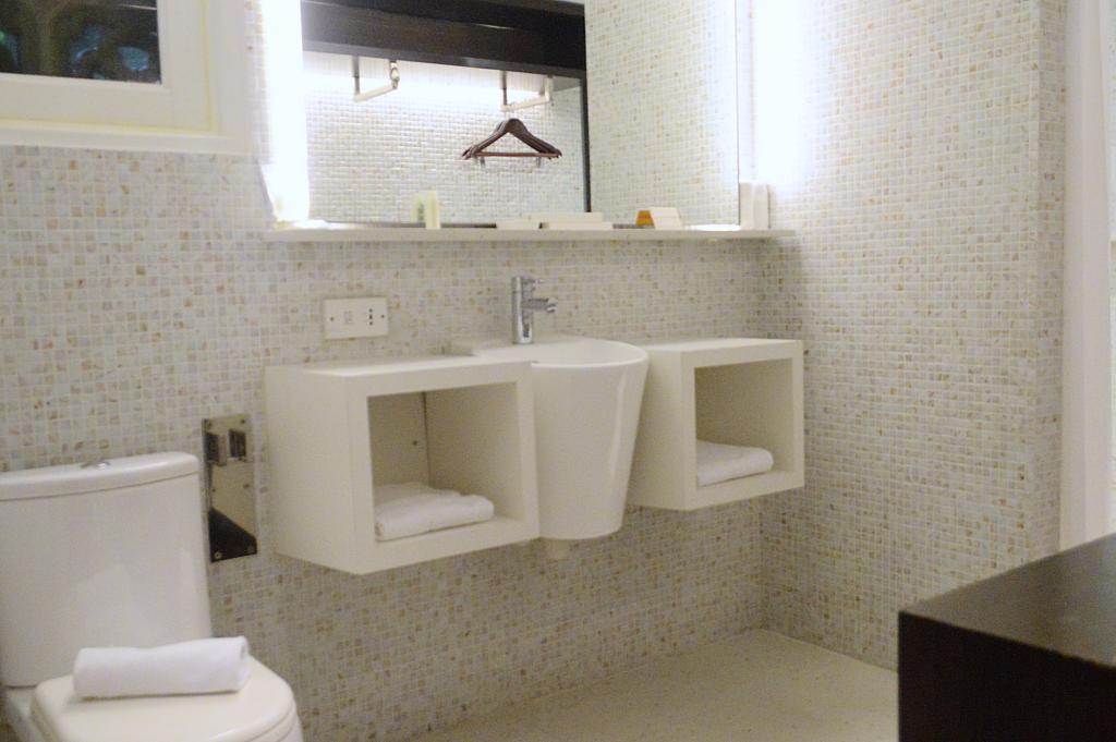 Naumi Liora Bathroom