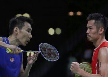 Malaysia's Lee Chong Wei prepares to returns a shot from Singapore's Derek Wong Zi Liang during a Men single match at the 2016 Summer Olympics in Rio de Janeiro, Brazil, Sunday, Aug. 14, 2016. (AP Photo/Kin Cheung)