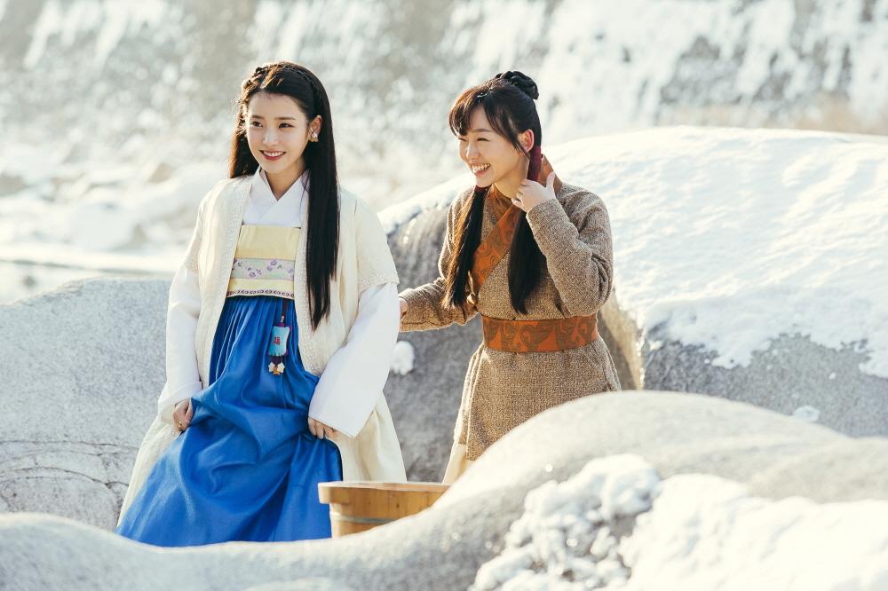 ONE_Scarlet Heart (Left) Haesoo - IU, ChaeRyung - Jin Ki Joo
