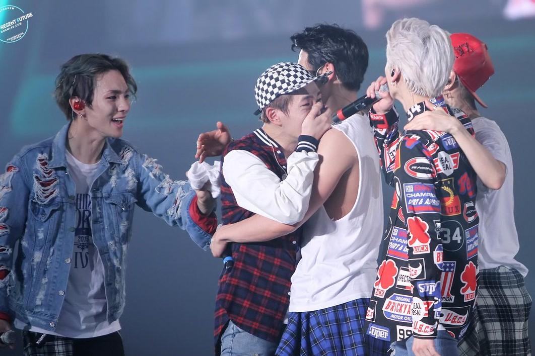 SHINee Members Tears Up When Talking About Jonghyun